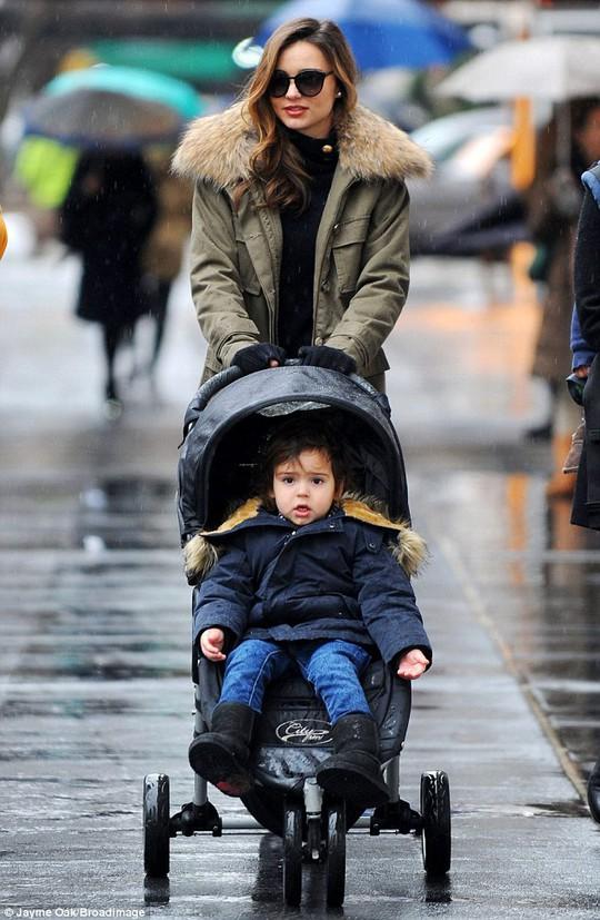Miranda và con trai Flynn đẹp lung linh!