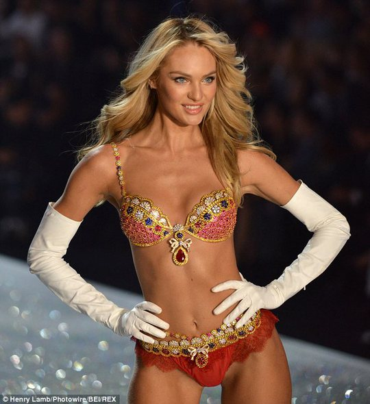 Candice Swanepoel khoe đường cong đẹp ngất ngây