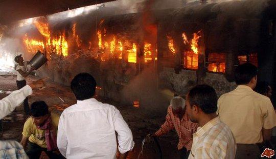 Tai nạn đường sắt thường xuyên xảy ra ở Ấn Độ. Ảnh minh họa AP