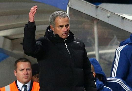 Ông Mourinho tỏ ra bất bình trước hành động của Suarez