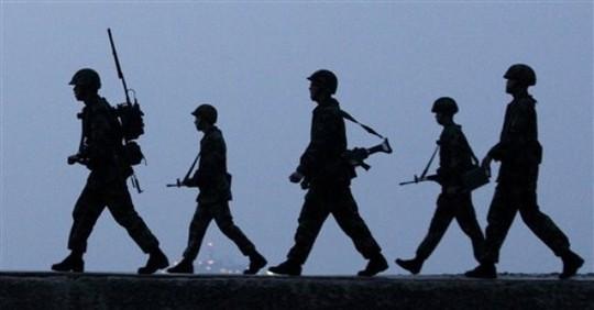 Binh lính Triều Tiên tăng cường tuần tra biên giới vào ban đêm. Ảnh: Wordpress