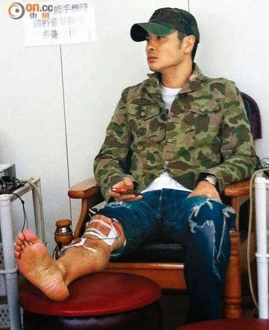 """Chấn thương chân, Trịnh Gia Dĩnh nguy cơ mất """"tiền khủng"""""""