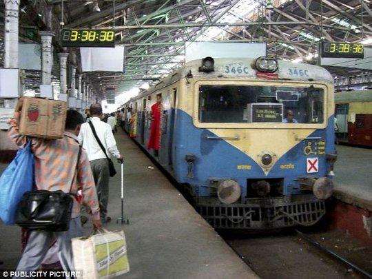 Tên trộm Damu Gupta bị bắt trên chuyến tàu từ thành phố Mumbai đến miền trung Ấn Độ. Ảnh: Publicity Picture