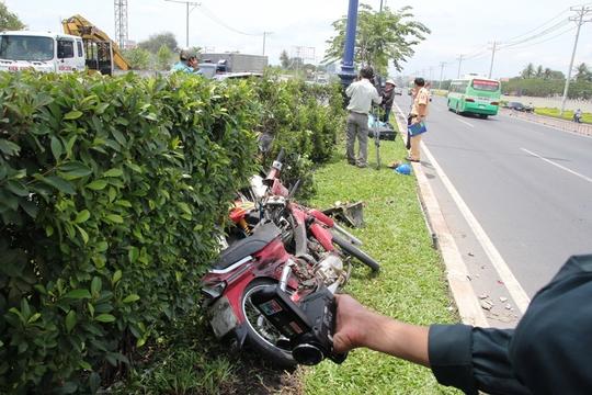 Tai nạn khiến hai công nhân đang cắt tỉa cây xanh nhập viện trong tình trạng nguy kịch