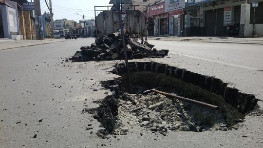Ban đầu mặt đường chỉ bị sụp một hố nhỏ, sau đó lan ra thành hố to