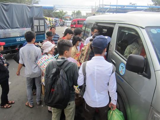 Người Sài Gòn ùn ùn về quê nghỉ lễ