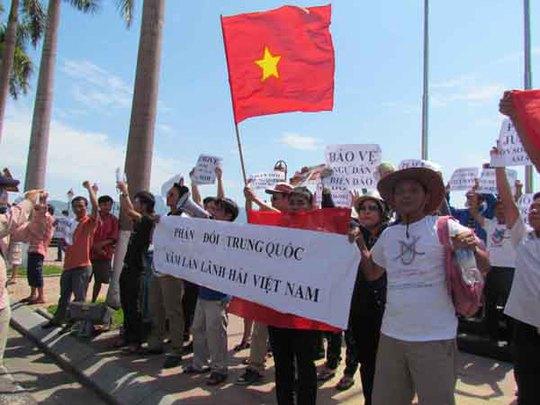 Đông đảo người dân TP Đà Nẵng tập trung phản đối Trung Quốc xâm phạm lãnh hải Việt Nam