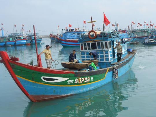 Tàu cá của ngư dân Lý Sơn, Quảng Ngãi.