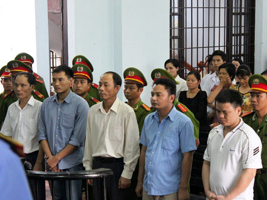 Các bị cáo Hà, Kiên, Thành Trung, Anh Trung, Nam nghe tuyên án