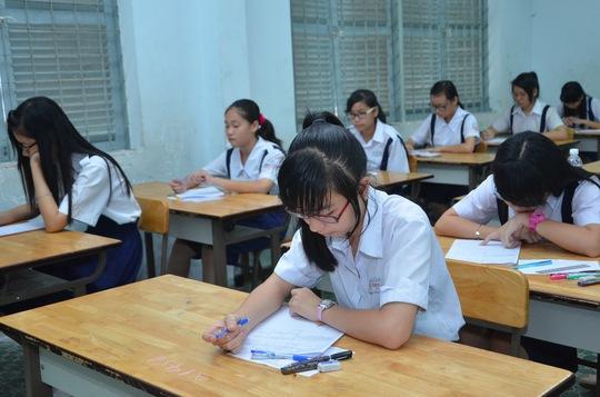 Thí sinh ở trường THCS Trần Văn Ơn trong giờ thi văn. Ảnh: Đ.Trinh