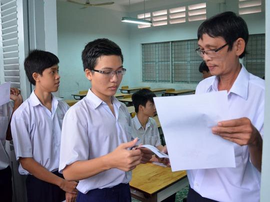 Thí sinh tại trường THCS Chu Văn An vào phòng thi