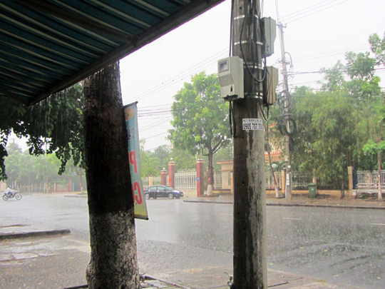 Mưa lớn vào chiều 29-6, khiến người dân Quảng Nam hết sức vui mừng