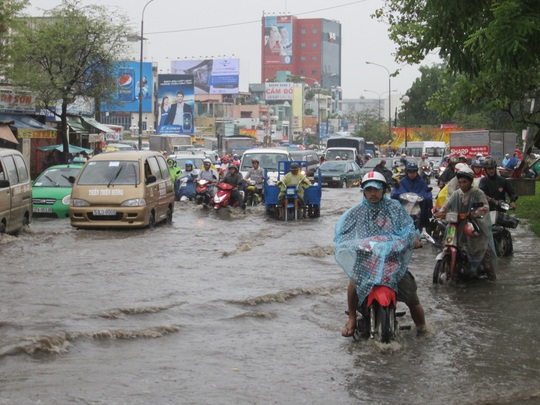 TP HCM: Sau cơn mưa chiều 6-9, đường biến thành sông!