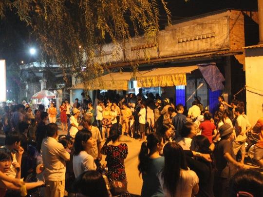 Hàng trăm người dân đến theo dõi vụ việc