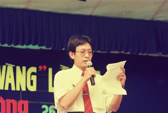 Ông được mời làm MC cho chương trình Lễ trao giải