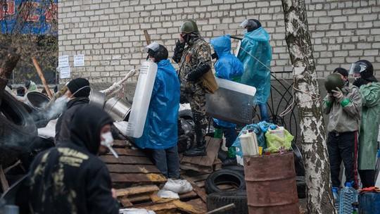 5 người đã thiệt mạng trong cuộc đụng độ tại một trạm kiểm soát gần Slavyans. Ảnh: EPA