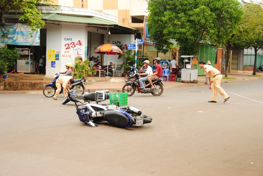 Hiện trường vụ tai nạn làm thanh niên bán bánh dạo bị gãy chân