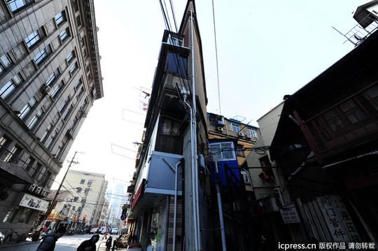 Tòa nhà mỏng nhất thế giởi ở Thượng Hải. Ảnh: IC Press