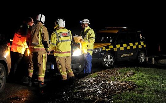 Nhân viên cứu hỏa có mặt tại hiện trường vụ tai nạn. Ảnh: Telegraph