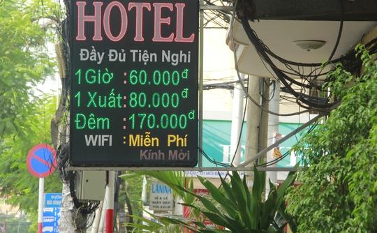 Giá khách sạn niêm yết 170.000 đồng một đêm, nhưng khách đến thuê lại cao hơn.