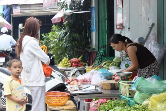 Mặc dù giá xăng giảm nhưng giá thực phẩm tươi sống liên tục tăng.