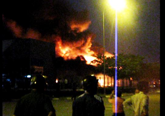 Đến đêm cả công ty thành chảo lửa