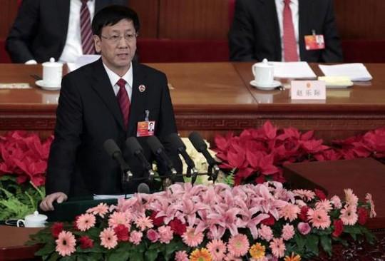 Kiểm sát viên Cao Jianming phát biểu tại Đại lễ đường Nhân dân ở Bắc Kinh ngày 11-3-2012. Ảnh: Reuters