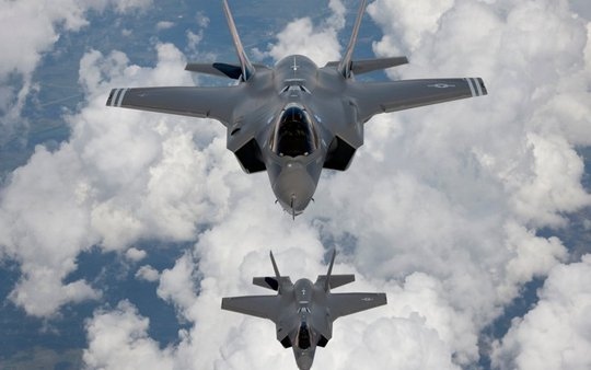 F-35 sẽ cần đến một máy bay đặc biệt chuyên phá radar bay kèm khi thực hiện nhiệm vụ. Ảnh: Corbis