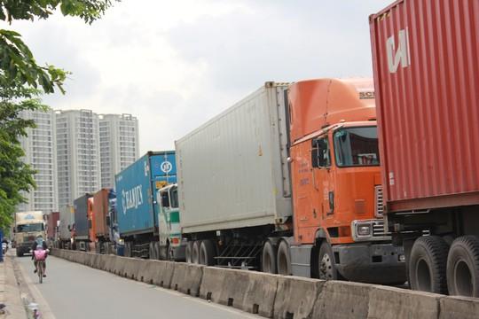 Kẹt xe nghiêm trọng trên cầu Phú Mỹ