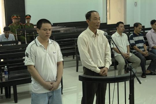 Hai bị cáo Luân Văn Nam và Nguyễn Thành Trung tại phiên tòa