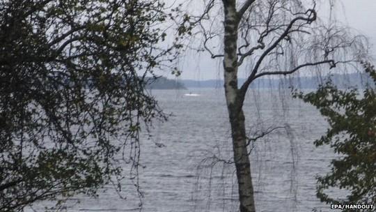 Bức ảnh được cho là một tàu ngầm của Nga công bố hôm 19-10. Ảnh: EPA