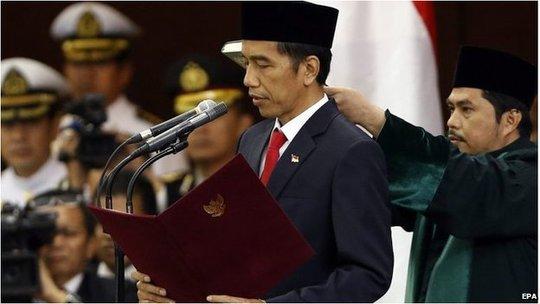 Ông Joko Widodo tuyên thệ nhậm chức hôm 20-10. Ảnh: EPA