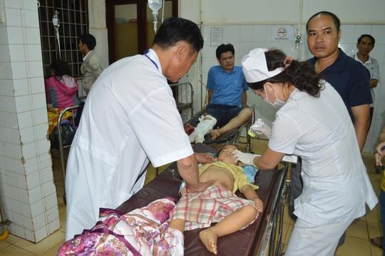 Cháu Trần Quách Đình Trí được chuyển lên Bệnh viện Đa khoa tỉnh Đắk Lắk