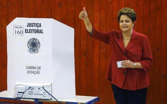 Bà Dilma Rousseff tái đắc cử tổng thống Brazil hôm 26-10. Ảnh: Reuters