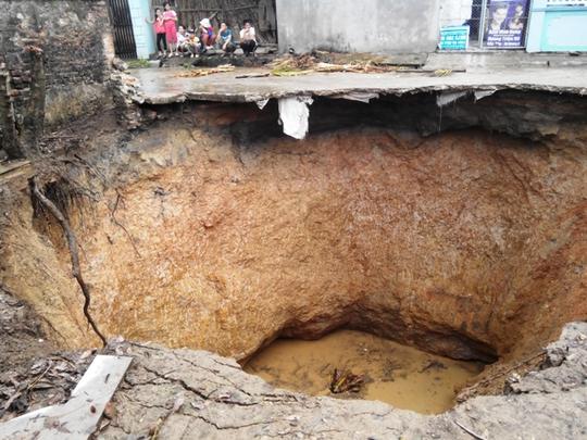 Hố tử thần được xác định sâu tới 8,5 m và hiện chưa tìm ra nguyên nhân chính xác