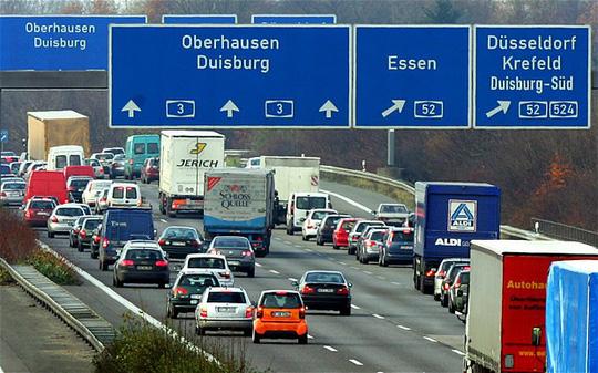 Hơn 700 tài xế Đức trở thành mục tiêu cho Tay bắn tỉa xa lộ. Ảnh: FXC News