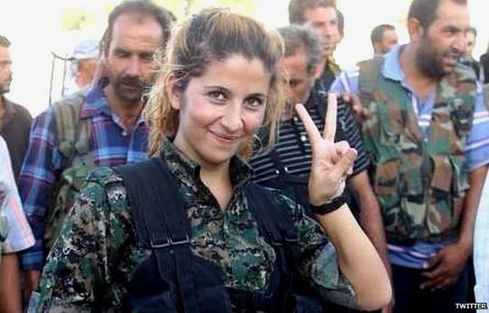 Thiên thần Kobane Rehana. Ảnh: Twitter