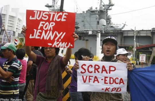 """Người biểu tình Philippines phản đối vụ sát hại người đẹp chuyển giới Jeffrey """"Jennifer"""" Laude. Ảnh: Reuters"""