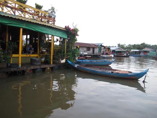 Chùa nổi Việt Nam trên Biển Hồ