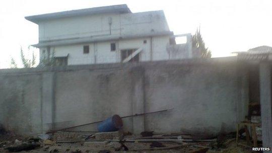 Ngôi nhà Bin Laden bị biệt kích SEAL tiêu diệt, sau đó mang thi thể thủy táng trên biển. Ảnh: Reuters