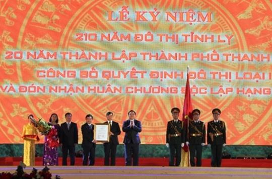 Phó Thủ tướng Hoàng Trung Hải trao Quyết định công nhận đô thị loại 1 của Thủ tướng Chính phủ cho TP Thanh Hóa