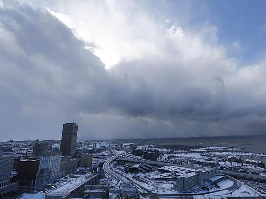 Cơn bão tuyết ập vào TP Buffalo, bang New York hôm 18-11. Ảnh: AP