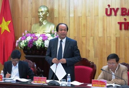 Ông Mai Tiến Dũng (đứng) được điều động giứ chức Bí thư Tỉnh ủy Hà Nam