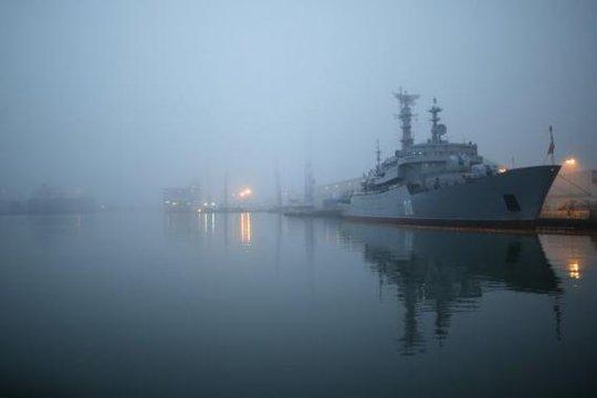 Tàu khu trục hải quân Nga Smolny đậu tại xưởng đóng tàu ở Saint-Nazaire, miền Tây nước Pháp ngày 25-11-2014. Ảnh: Reuters