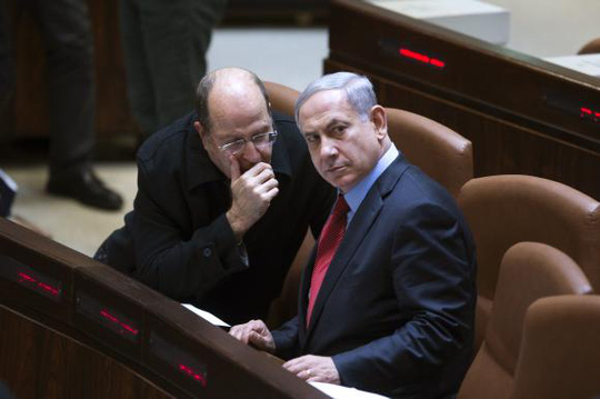 Thủ tướng Israel Benjamin Netanyahu (phải) trong phiên họp quốc hội ngày 1-12. Ảnh: Reuters