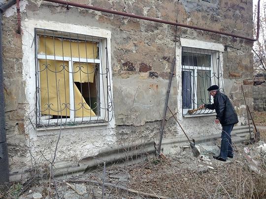 Vụ pháo kích vào huyện Azotny, Donetsk khiến một cậu bé 12 tuổi và một phụ nữ 55 tuổi thiệt mạng cuối tuần qua. Ảnh: RIA Novosti
