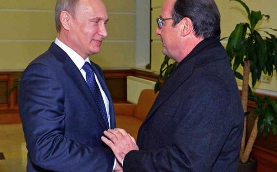 Tổng thống Pháp Francois Hollande gặp ông Putin ngày 6-12 tại Moscow. Ảnh: Sky News
