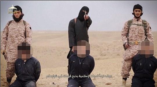 """""""John thánh chiến"""" trong đoạn video chặt đầu 22 binh lính Syria. Ảnh: Daily Mail"""