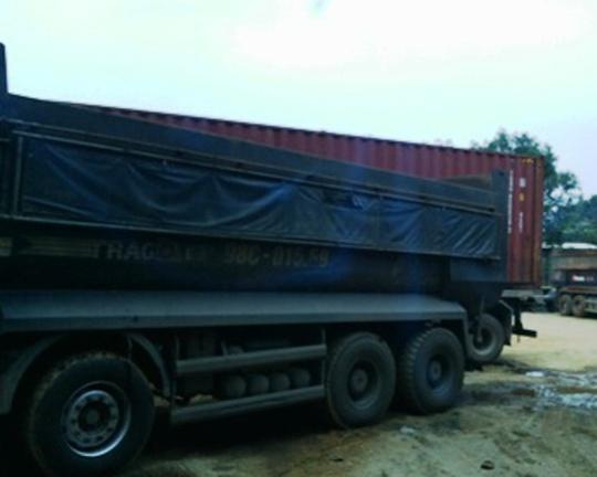 Một trong 5 chiếc xe chở quá tải bị CSGT phát hiện bắt giữ