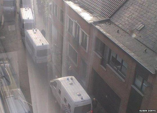 Cảnh sát Bỉ giải cứu con tin. Ảnh: BBC